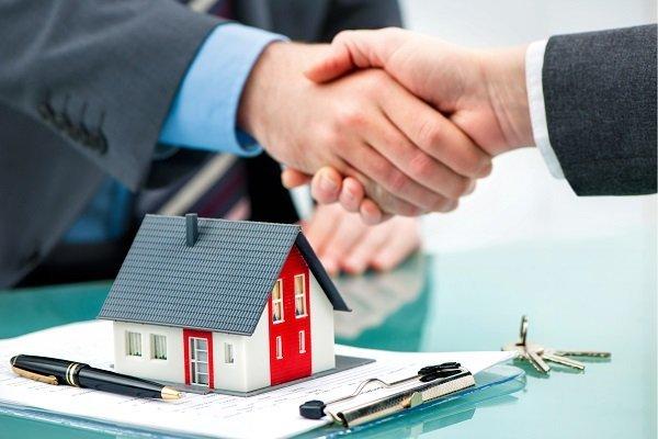 Может ли иностранец купить жилье с землей в России?