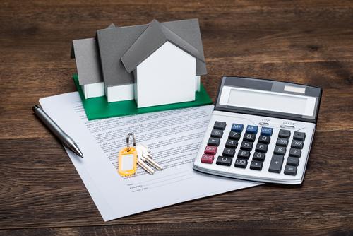 Продаю квартиру и покупаю две студии – какие налоги я плачу?