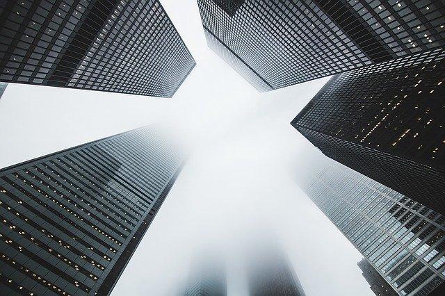 Сейчас лучше всего инвестировать в офисную и торговую недвижимость