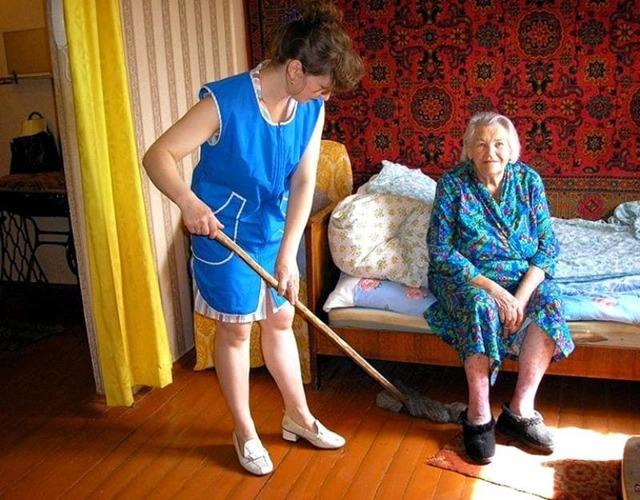 Соцзащиту могут обязать присутствовать при сделках с жильем одиноких пожилых людей
