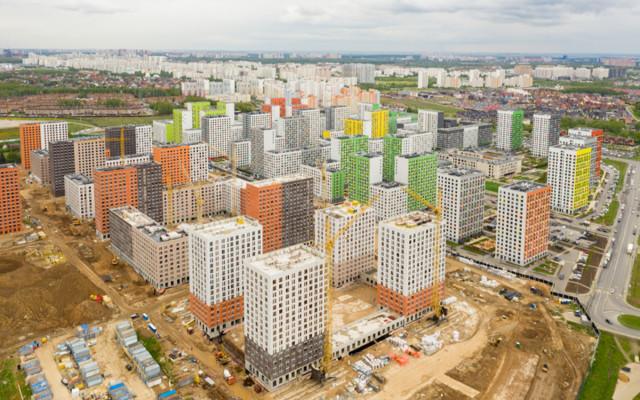В августе россияне купили на треть меньше жилья, чем год назад