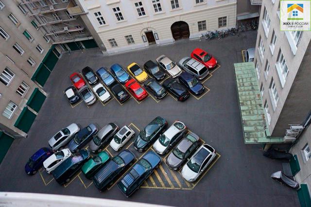 Все жители дома имеют равные права на парковку во дворе