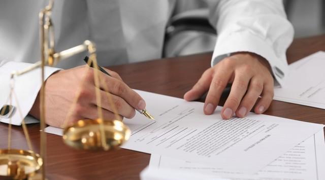 При сделках с аварийным жильем не надо будет платить нотариальные пошлины