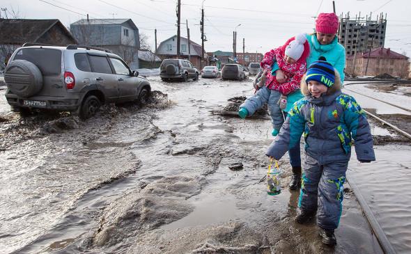 Плохие дороги и грязь – главные проблемы городов в 2021 году